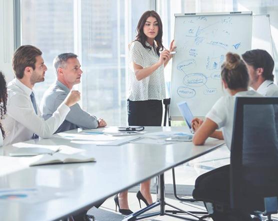 研究・開発や生産を通して価値ある商品・サービスを生み出します。また、事業の企画・推進、経営の企画・管理を担います。